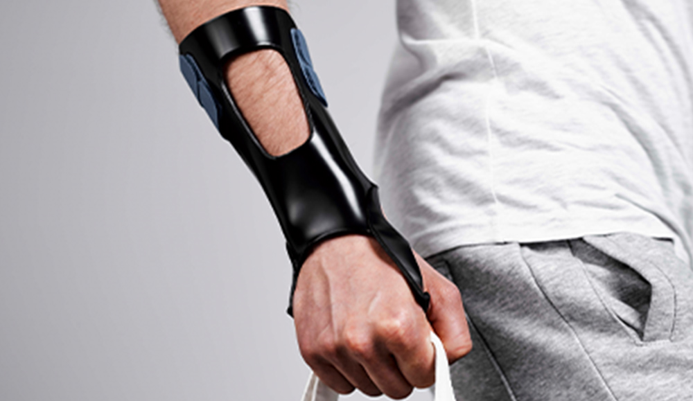 Dorsal based wrist cock-up orthosis in Orfit Eco Black NS.