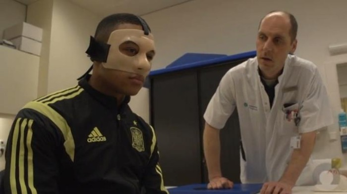 Depay with the Orfit mask (Source: Catharina Hospital Eindhoven)