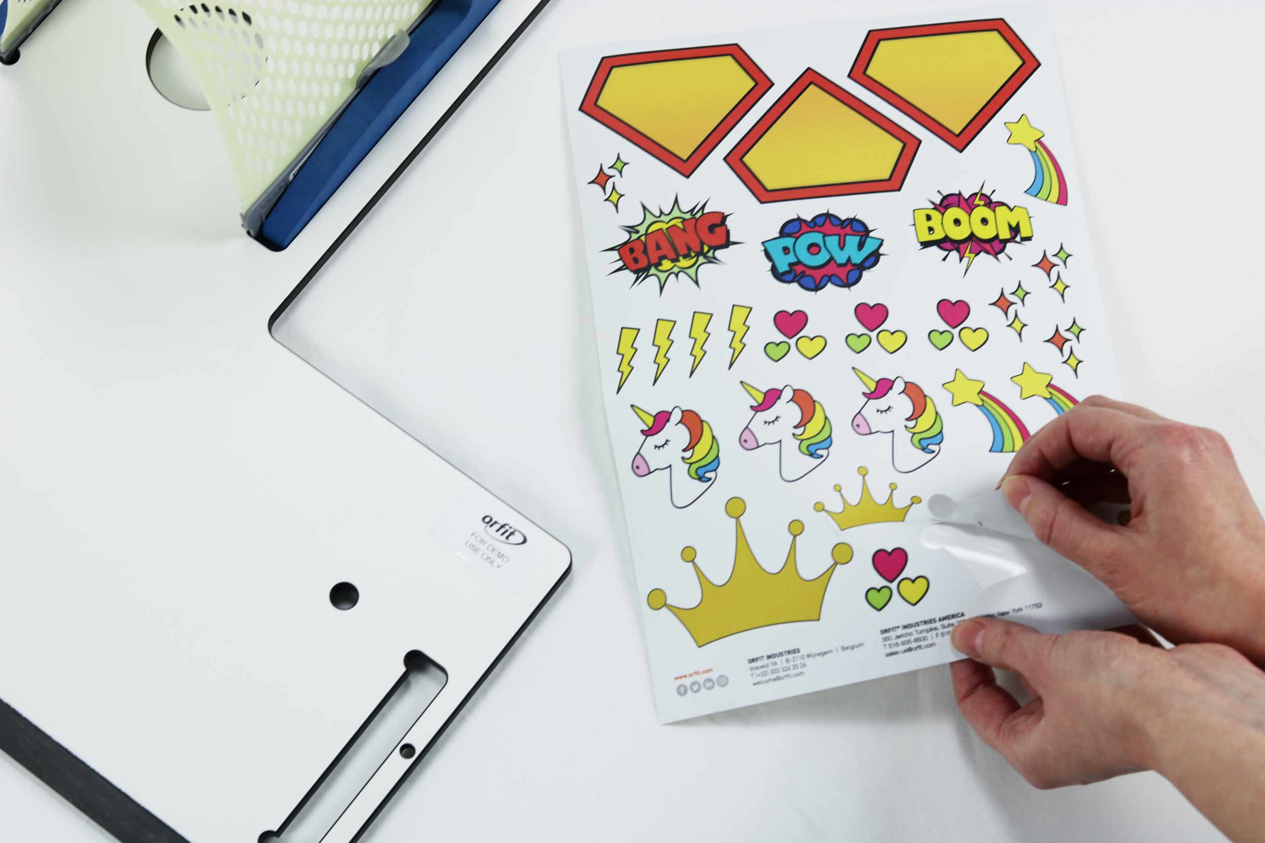 Pulling a crown sticker of a sticker sheet for the decoration of thermoplastic masks